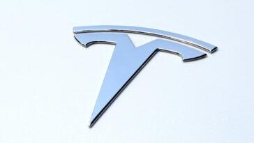Tesla : Elon Musk avoue avoir des difficultés dans la conduite autonome
