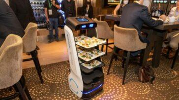 SoftBank et Keenon s'associent pour lancer des robots serveurs